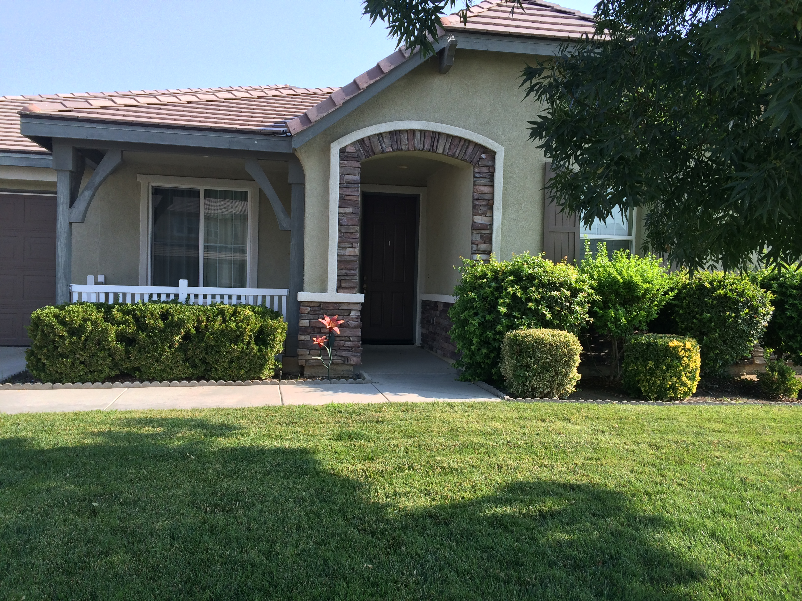 $1695 – 12416 Colorado Ave., Bakersfield, CA 93312 rented northwest home