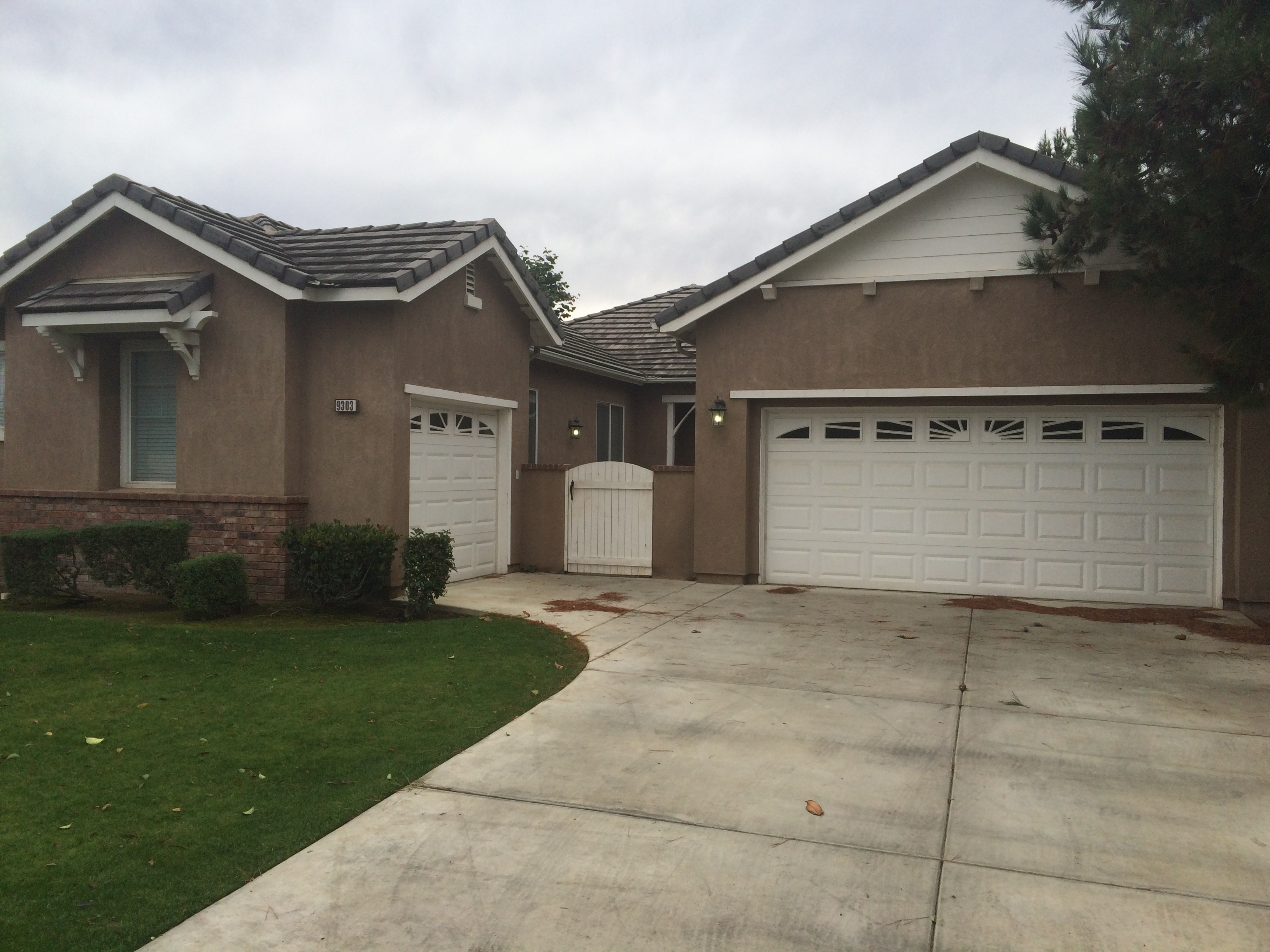 $1850 – 9303 Camargo Ave, Bakersfield, CA 93312 northwest golf course gated house for rent