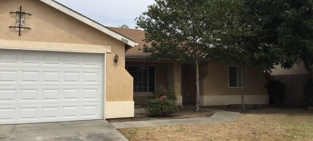 $1395 – 8208 Hawkeye Drive, Bakersfield, CA 93313 Southwest Home For Rent!